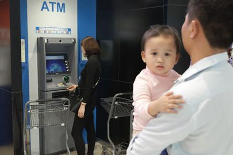 Ha Noi: Quy ong cung 'quay' voi Black Friday - Anh 8
