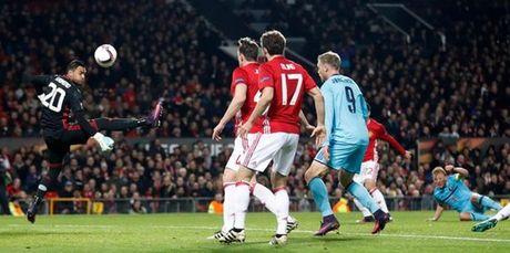 5 diem nhan M.U - Feyenoord: Rooney chua bao gio dung lai - Anh 2