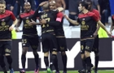 Lyon cu nguoi theo sat sao tre Chelsea - Anh 4