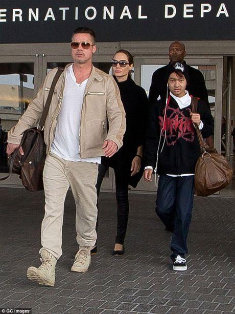 Angelina Jolie van dau dau vu ly hon Brad Pitt - Anh 2