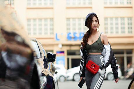 DJ Trang Moon khoe street style nang dong - Anh 2