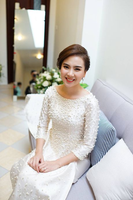 MC Mai Ngoc dien ao dai dinh 2.000 vien ngoc trai trong le an hoi - Anh 14