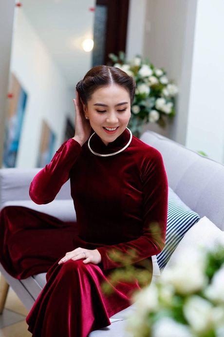 MC Mai Ngoc dien ao dai dinh 2.000 vien ngoc trai trong le an hoi - Anh 5
