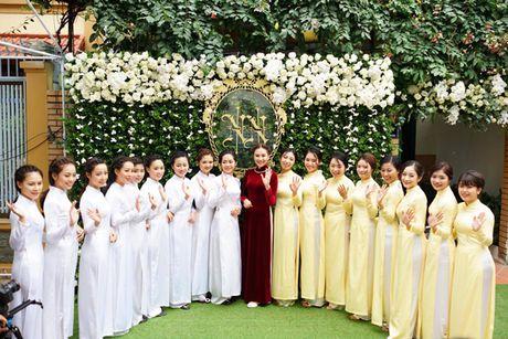 MC Mai Ngoc dien ao dai dinh 2.000 vien ngoc trai trong le an hoi - Anh 6
