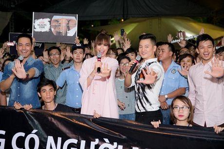 Pham Huong nhay tung bung Phan Anh, co dong bao ve dong vat hoang da - Anh 2