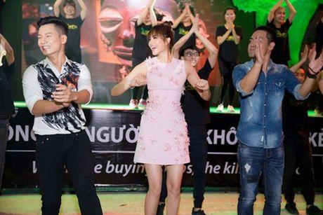 Pham Huong nhay tung bung Phan Anh, co dong bao ve dong vat hoang da - Anh 3