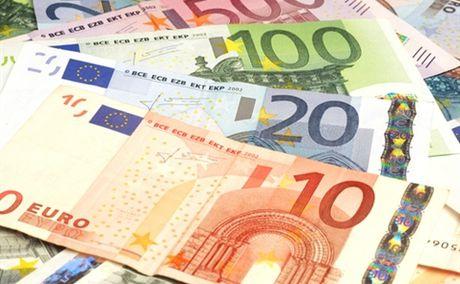 Nguy co bat on toan cau gia tang, ECB van tu tin ve eurozone - Anh 1