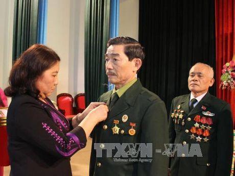Trao Huan, Huy chuong cua Nha nuoc Lao cho can bo, chuyen gia, quan tinh nguyen - Anh 1