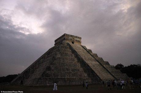 Bi an ben trong kim tu thap Kukulkan cua nguoi Maya - Anh 1