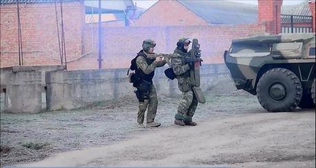 An ninh Nga tan cong tieu diet cha con trum khung bo - Anh 2