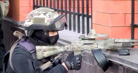 An ninh Nga tan cong tieu diet cha con trum khung bo - Anh 3