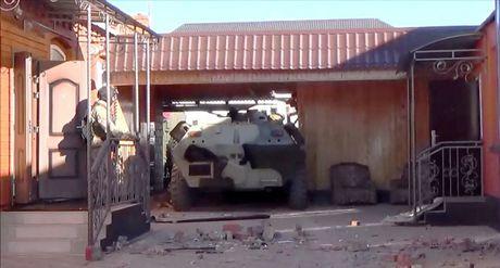 An ninh Nga tan cong tieu diet cha con trum khung bo - Anh 4