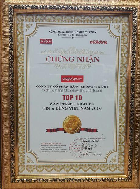 Vietjet duoc vinh danh 'Dich vu hang khong uy tin chat luong 2016' - Anh 1