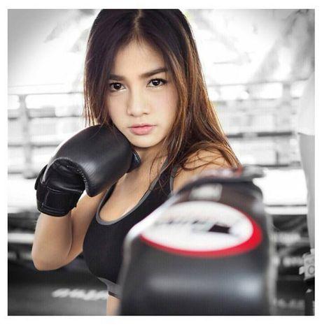 Me dam voi nu vo sy Muay Thai dep tuyet tran - Anh 1