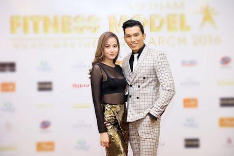 Khanh Ngan sexy ben Ngoc Tinh banh bao giua cai lanh cua Ha Noi - Anh 1