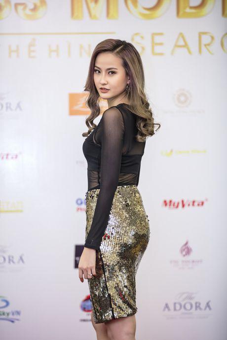 Khanh Ngan sexy ben Ngoc Tinh banh bao giua cai lanh cua Ha Noi - Anh 3