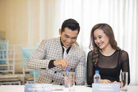Khanh Ngan sexy ben Ngoc Tinh banh bao giua cai lanh cua Ha Noi - Anh 7