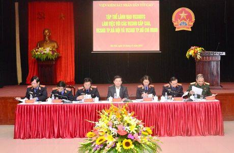 Lanh dao VKSNDTC nghe cac VKSND cap cao, VKSND T.P Ha Noi va VKSND TP. Ho Chi Minh bao cao ket qua cong tac nam 2016 - Anh 10
