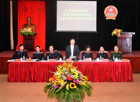 Lanh dao VKSNDTC nghe cac VKSND cap cao, VKSND T.P Ha Noi va VKSND TP. Ho Chi Minh bao cao ket qua cong tac nam 2016 - Anh 1