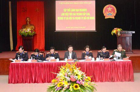 Lanh dao VKSNDTC nghe cac VKSND cap cao, VKSND T.P Ha Noi va VKSND TP. Ho Chi Minh bao cao ket qua cong tac nam 2016 - Anh 7