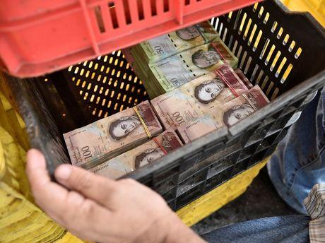 Lam phat kinh hoang, dan Venezuela... can tien thay vi dem - Anh 8