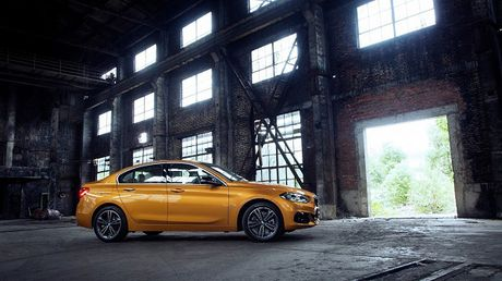 BMW trinh lang sedan co nho 1-series voi nhieu trang bi cao cap - Anh 3