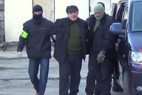 Nga bat giu cuu si quan hai quan voi cao buoc lam gian diep cho Ukraine - Anh 1