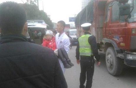 Trung Quoc: Bat giu ke cam riu tan cong hoc sinh - Anh 1