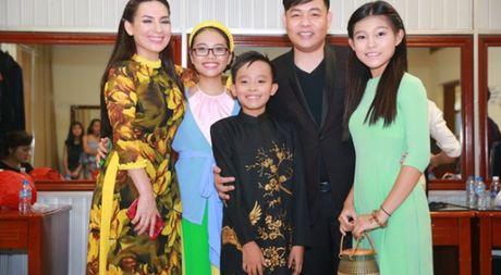 Cuoc song kho ngo cua Phuong My Chi va Ho Van Cuong khi lam con Quang Le, Phi Nhung - Anh 1