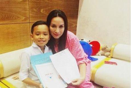 Cuoc song kho ngo cua Phuong My Chi va Ho Van Cuong khi lam con Quang Le, Phi Nhung - Anh 2