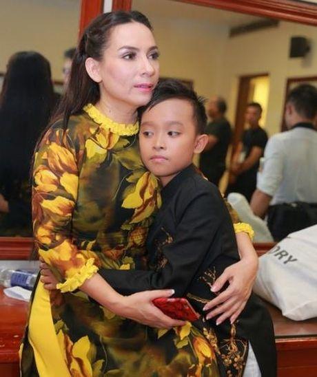 Cuoc song kho ngo cua Phuong My Chi va Ho Van Cuong khi lam con Quang Le, Phi Nhung - Anh 3