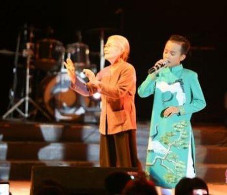 Cuoc song kho ngo cua Phuong My Chi va Ho Van Cuong khi lam con Quang Le, Phi Nhung - Anh 5