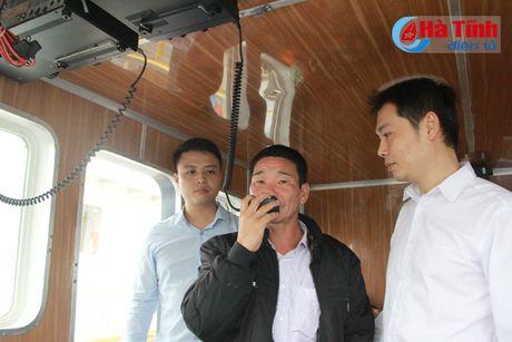 SeABank Ha Tinh trao 5 may bo dam tam xa cho ngu dan - Anh 4