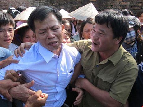Tam hoan phien toa xet xu vu an gay oan sai cho ong Nguyen Thanh Chan - Anh 1