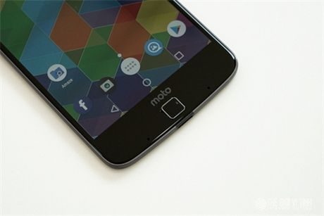 Can canh Motorola Moto Z tai Viet Nam - Anh 6