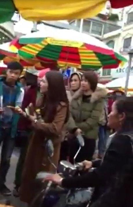 Du khach Viet an thu keo o cho Trung Quoc, bi 'chem' gan 2 trieu dong - Anh 1