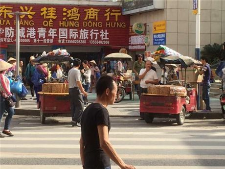 Du khach Viet an thu keo o cho Trung Quoc, bi 'chem' gan 2 trieu dong - Anh 3