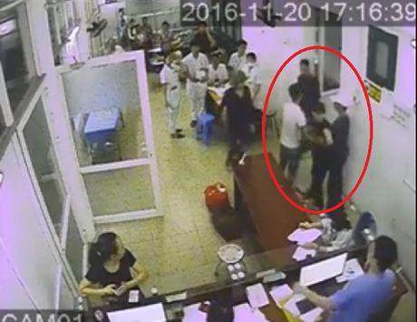 Thai Nguyen: Con do keo nhau vao Benh vien Da khoa tinh gay su, au da? - Anh 1