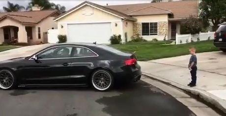 Ong bo dung Audi 'khung' nho rang ba dao cho con - Anh 1