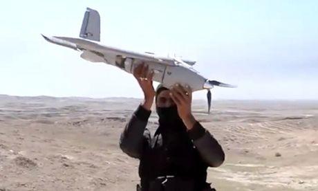 IS dung may bay khong nguoi lai tan cong quan doi Iraq - Anh 1