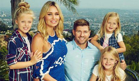 Buc tam thu Steven Gerrard tri an NHM ngay chia tay mot su nghiep lay lung - Anh 4