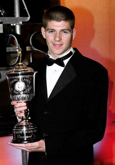 19 nam dinh cao, nhung chiec Cup va khoanh khac dieu ky: Cam on anh, Steven Gerrard! - Anh 3