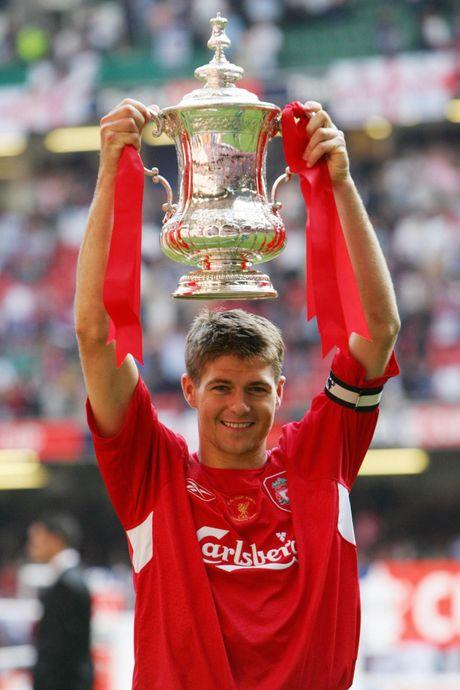 19 nam dinh cao, nhung chiec Cup va khoanh khac dieu ky: Cam on anh, Steven Gerrard! - Anh 4