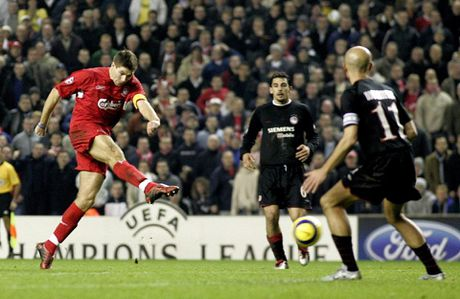 19 nam dinh cao, nhung chiec Cup va khoanh khac dieu ky: Cam on anh, Steven Gerrard! - Anh 5
