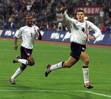 19 nam dinh cao, nhung chiec Cup va khoanh khac dieu ky: Cam on anh, Steven Gerrard! - Anh 6