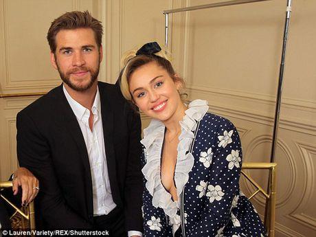 Miley Cyrus nhan 'nhan khung' tu Liam Hemsworth - Anh 2