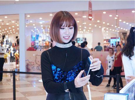 Soi dong mua mua sam cuoi nam voi Galaxy Studio tai Ha Noi - Anh 4