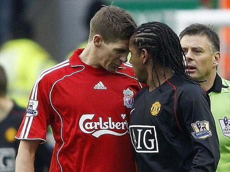 Quay lai qua khu, Steven Gerrard co chon MU - Anh 1