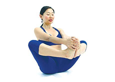 Tu the yoga cho dan van phong (P1) - Anh 4