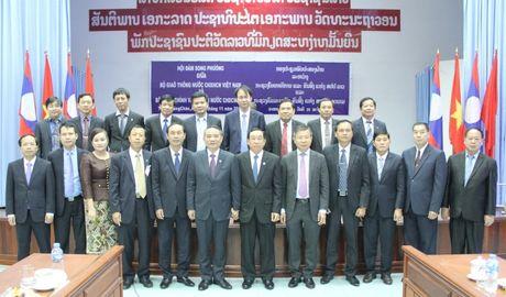 Bo truong Truong Quang Nghia hoi dam voi Bo truong CC&VT Lao - Anh 1